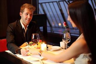 76/320/The-restaurant-guy-holding-middle.jpg