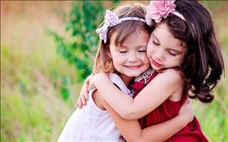 125/2709/baby-girl-hugging-together-middle.jpg